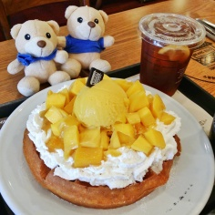 Mangoes, ice cream atop a freshly made crispy waffle. #omnomnom