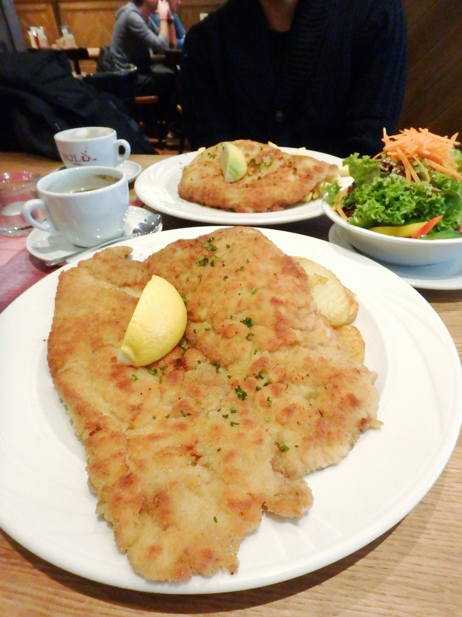 HUMONGOUS Schnitzel at Andy's Krablergarten [Review]