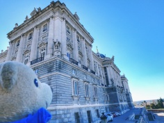 XK was awed by the grandeur of the palace!