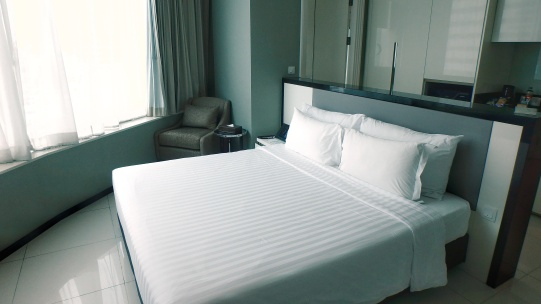 Terminal 21 Hotel Grande Centre Point room with queen size bed